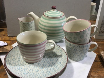bloomingvilleteaset